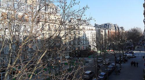 """U.S. Expat """"Opens Shop"""" in Paris, France"""