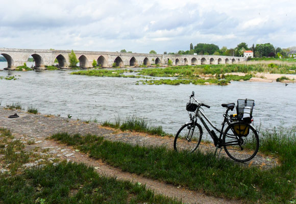 In Beaugency the Loire River is the natural dividing line between northern and southern France.