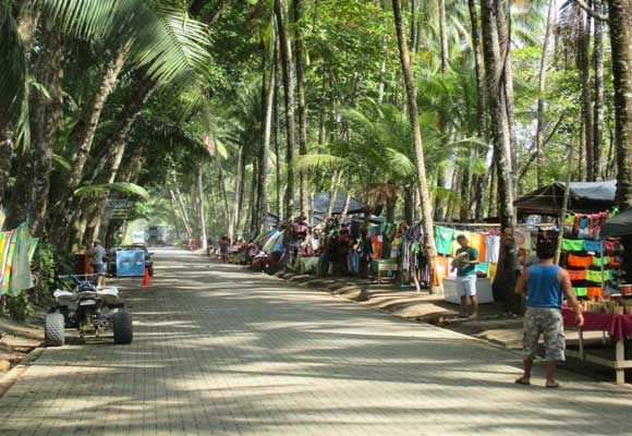 Slide-1-Dominical-beach-road