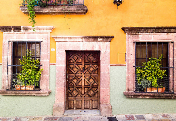 The architecture in Spanish colonial cities, like here in San Miguel de Allende in Mexico, is very detailed—even doorways and shop windows have a historic vibe.