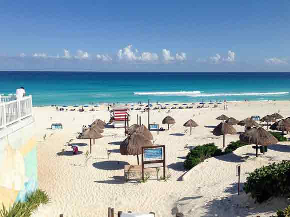 cancun mexico has a nice temperature all year round