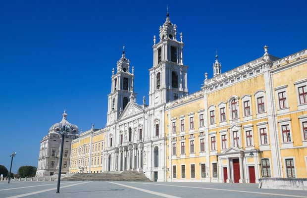 Palace-of-Mafra,-Portugal
