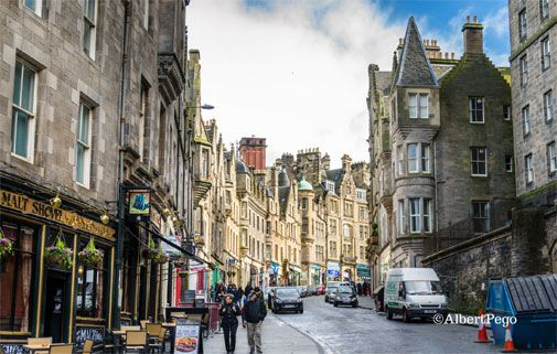 The Best Way to Experience the Magic of Edinburgh on a Budget