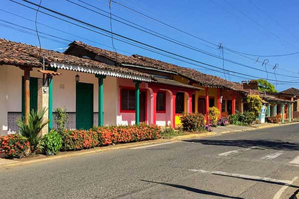 Brightly painted homes in the fishing village of Pedasí