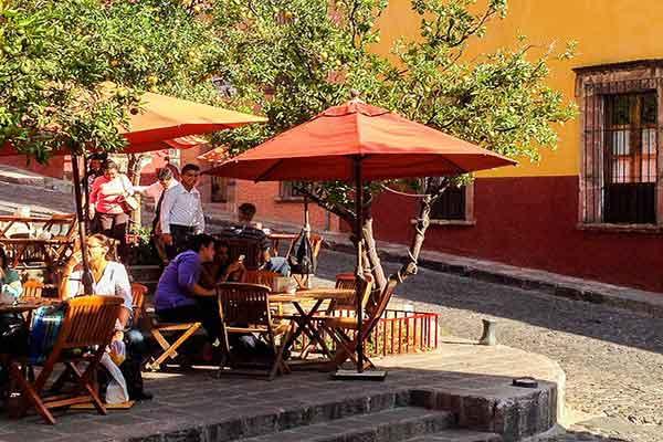 Restaurant Life SMA v Chapala