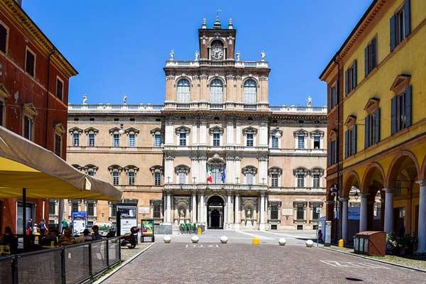 Retire In Modena