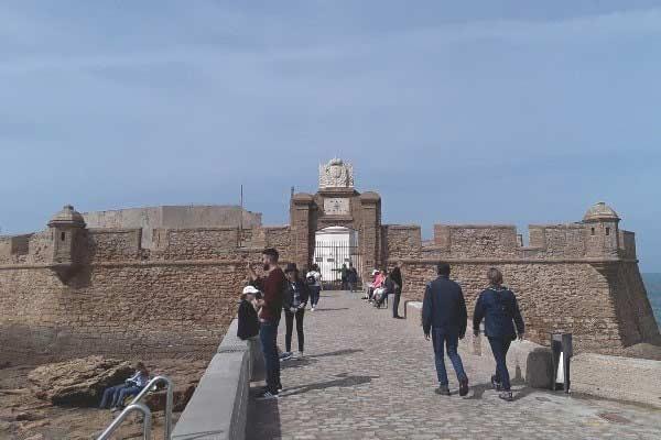 Visit Castillo de San Sebastian