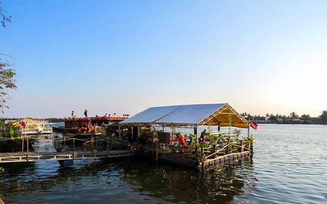 kampot restaurant on water
