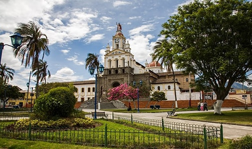 Moving to Ecuador: Should I Bring a Container or a Suitcase?