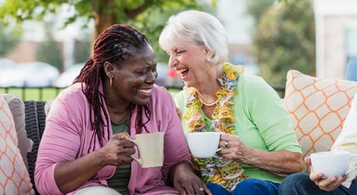 10 Ways Retired Expats Have a Great Time Socializing on a Tight Budget