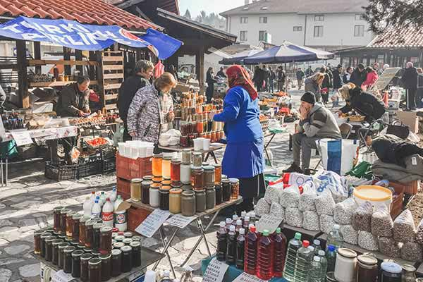 Attend-the-Local-Market-in-Bankso
