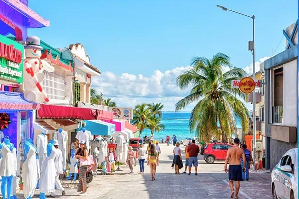 BODY RREI Playa del Carmen street