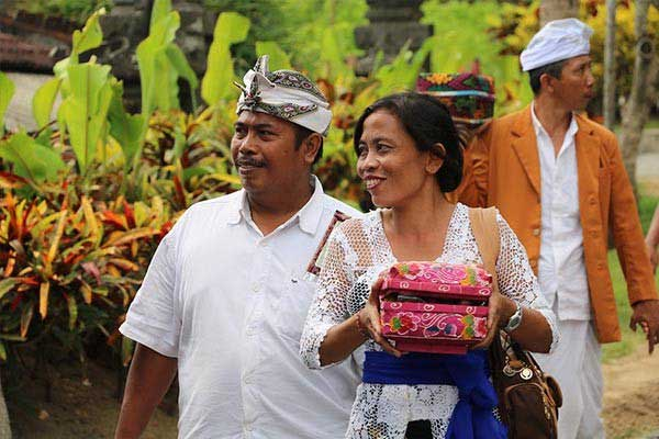Balinese Wear Traditional Clothes