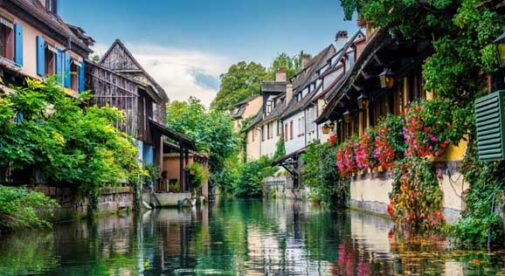 Beautiful-Small-Towns-to-Live-in-France