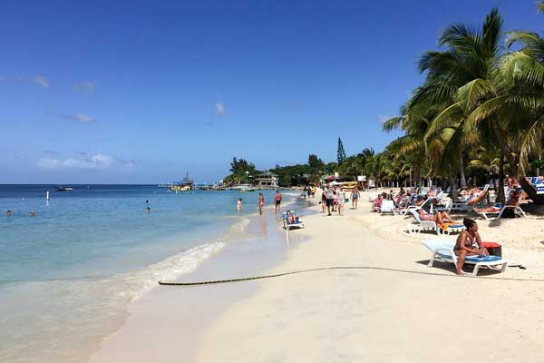 Three-Places-to-Live-in-Roatan