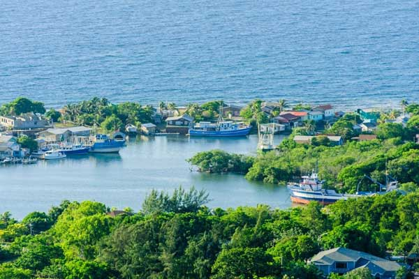 Two-Places-to-Avoid-in-Roatan