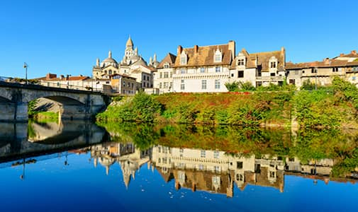 5 Places to Live in France; 2 to Avoid