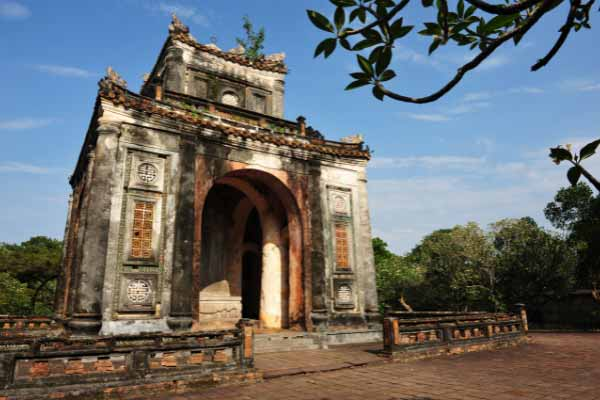 Visit the Tombs of the Ancient Emperors