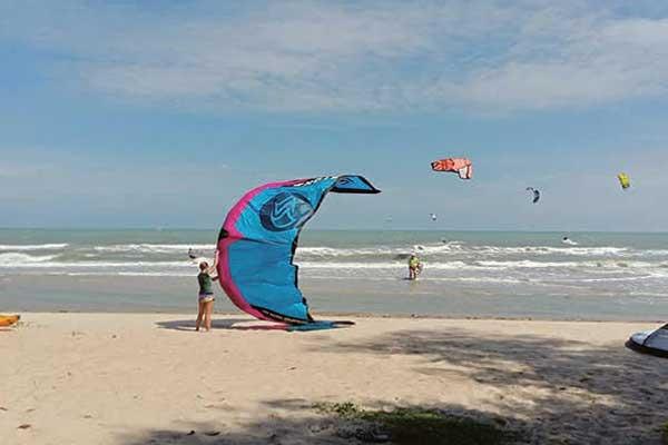 Kiteboarding in Pranburi Thailand